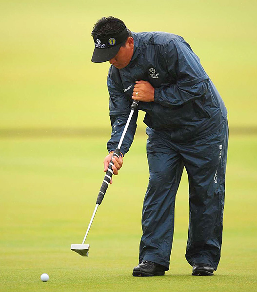 and his new putting style appeared likely to miss the cut after a string of two bogeys on the front nine.