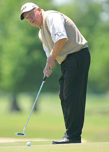 Billy Mayfair made three birdies in five holes en route to a 69.