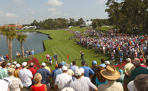 All eyes were on Phil Mickelson as he teed off on the 18th hole.