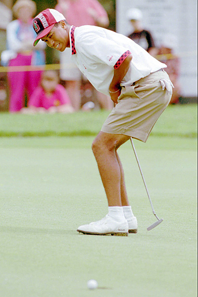 December 1994: As a freshman at Stanford, Woods (shown here in June 1995) has surgery to remove two benign tumors and scar tissue in his left knee.