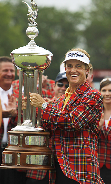 David Toms earned his first PGA Tour victory since 2006 with a 3-under 67 to win by one stroke over Charlie Wi.