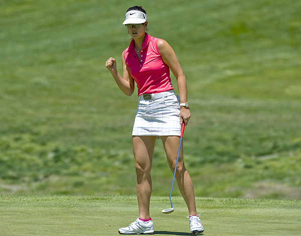 celebrated this birdie on the 2nd hole, but her 5-under 68 left her two shots behind Miyazato.