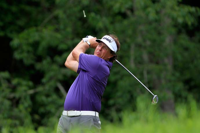 Phil Mickelson shot 68 on Friday, but it wasn't enough to make the cut after his Thursday 74.