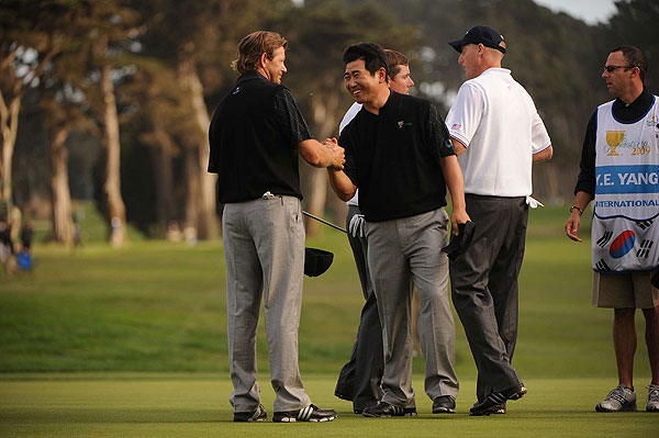 Retief Goosen and Y.E. Yang won the final hole to halve their match against Jim Furyk and Justin Leonard.