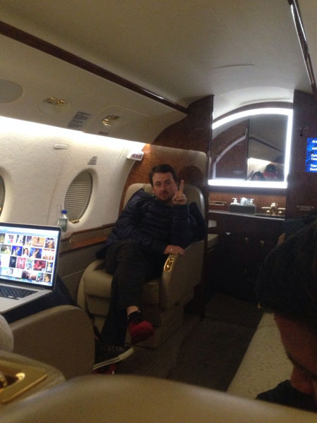 @IanJamesPoulter: I think @Graeme_McDowell is looking slightly board at the back of the plane. GMac give us a wave.