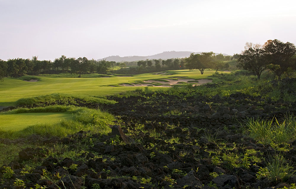 BEST NEW INTERNATIONAL COURSE OF THE YEAR                       Mission Hills Resort Haikou (Lava Fields)                       Haikou, Hainan Island, China