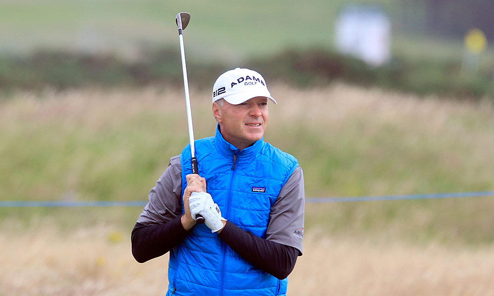 Gary Hallberg fired a 63 on Friday to take the lead at Turnberry.