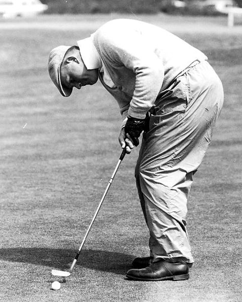 Who is that big guy? It was 1962, the year he won his first U.S. Open. We are at Troon, Scotland … and that is a young Jack Nicklaus lining up a putt. He looks a little like Sidney Greenstreet on holiday. He tied for 32nd, but later went on to win the British Open three times.