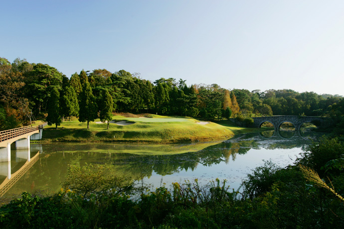 37. Hirono                       Kobe, Japan                       More Top 100 Courses in the World: 100-76 75-5150-2625-1