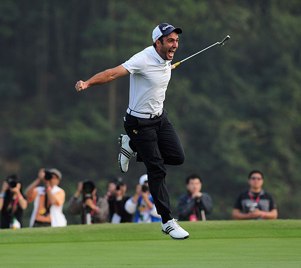 Edoardo Molinari holed the winning putt, to give Italy their first World Cup title at Mission Hills.