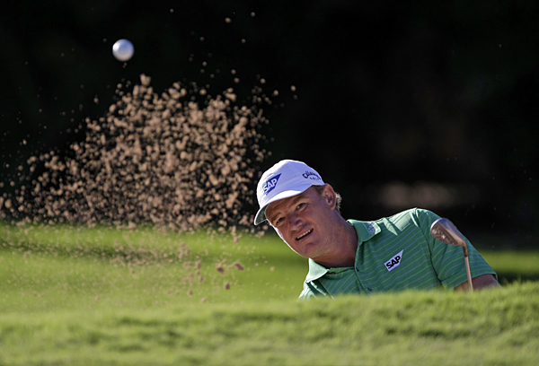 Ernie Els made five birdies and three bogeys for a 68.