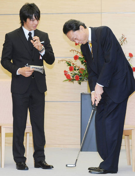 Teen phenom Ryo Ishikawa gave Japanese Prime Minister Yukio Hatoyama a few pointers. Ishikawa received Japan's professional sports athlete award.