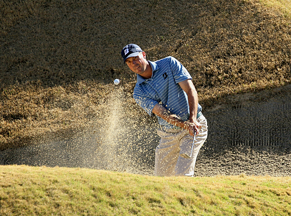 Matt Kuchar moved into contention with a 5-under 67.