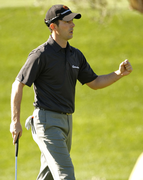 Mike Weir shot a third-straight 67 to move into contention.