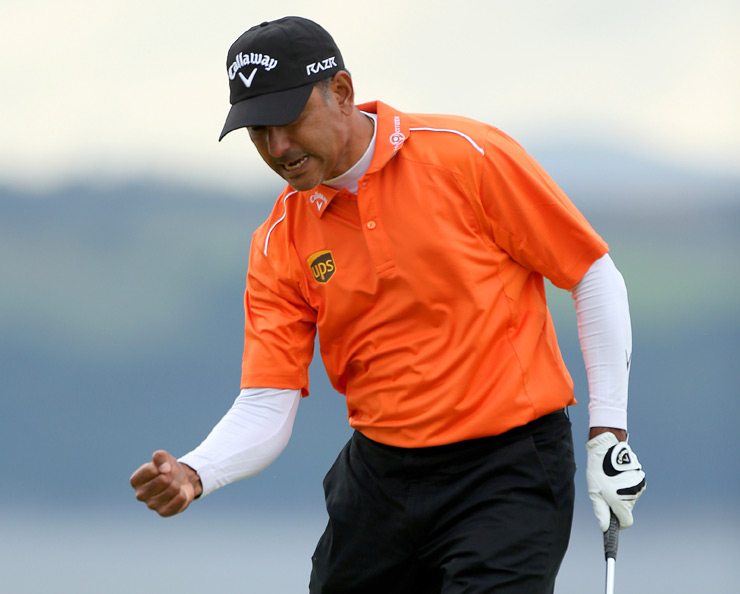 Jeev Milkha Singh birdied the first playoff hole to defeat Francesco Molinari and win the Scottish Open.
