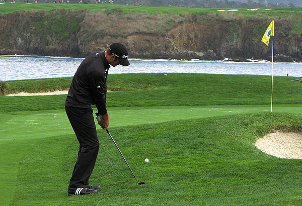 Dustin Johnson holds the early lead at seven under par with Robert Garrigus.