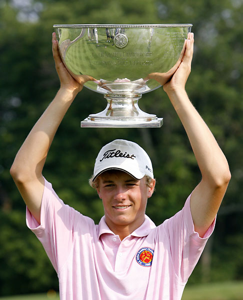 Jordan Spieth holds up his trophy after winning the U.S. Boys Junior Amateur Championship golf tournament on  July 25, 2009, at Trump National in Bedminster, N.J.