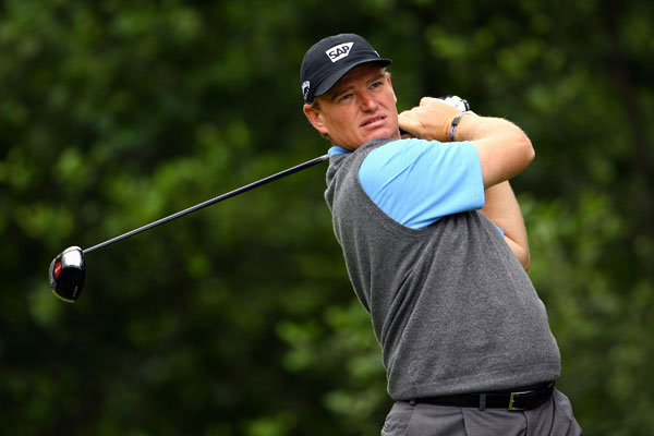 Ernie Els made seven birdies and two bogeys for a 66.