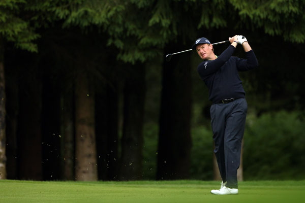 Ernie Els birdied 18 to shoot a one-under 70.
