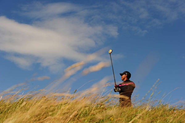 will likely not win a third claret jug at St. Andrews after a 2-over 74 on Saturday.