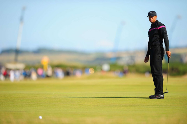 Woods is using a new putter this week, but he has yet to find any magic.
