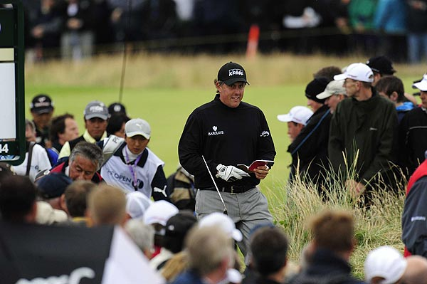 Phil Mickelson shot 68 to move down to seven over par and make the cut.