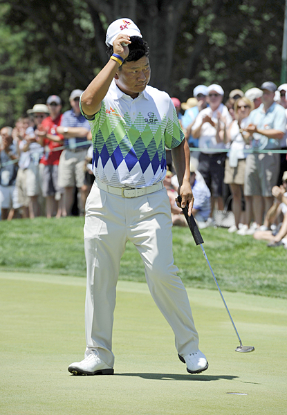 birdied five of the last six holes to build a two-shot lead.