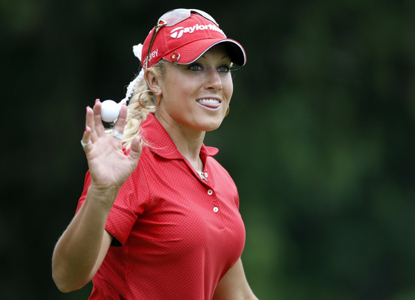 Natalie Gulbis moved into contention with a six-under 65.