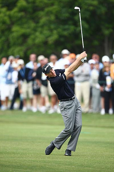 Jim Furyk                           Ponte Vedra Beach, Fla.                           Age: 38                                                      RC Rank: 16                           Driving Yds. 279.7 (170th)                           Fairways Pct. 69.68% (26th)                           GIR Pct. 66.80% (21st)                           Putting Avg. 1.799 (124th)                                                      Ryder Cup (5) 6-12-2                           World Rank 13th                                                                                 Furyk is so tough that you'd expect him to be                           a match play killer, but while he has lost only                           once in five singles matches, he's been on the winning side in just                           three of 15 team matches. Surprisingly, he doesn't have a Tour win                           this year. He struggled with his putting at times, but his consistent                           ball striking enabled him to have seven top 10 finishes.