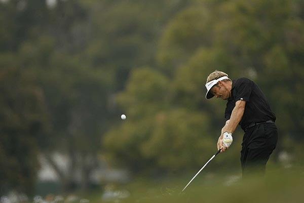 Stuart Appleby birdied his final hole to take a one-stroke lead in the second round.