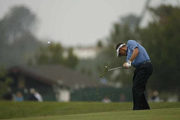 Lee Westwood shot even-par 71 Friday and is one under for the tournament.