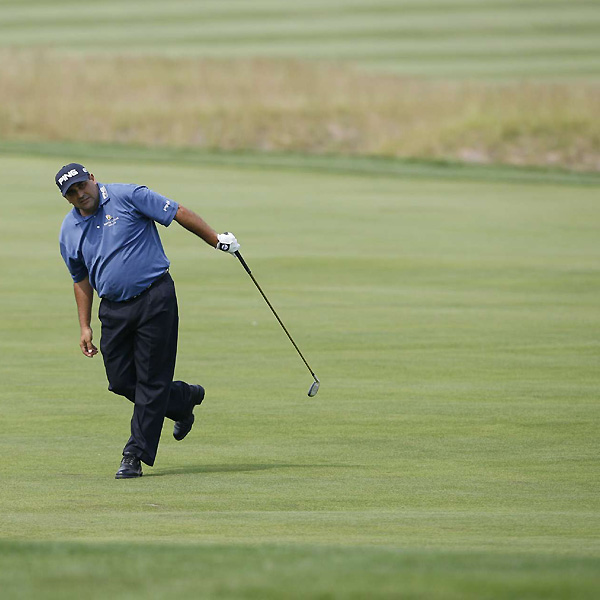 Taking their lumps                       Oakmont took its toll on Tiger Woods, Phil Mickelson and the rest of the field in the second round of the U.S. Open.                                              When Angel Cabrera made a rare birdie at Oakmont's No. 9, he took the lead at even par and sent Phil Mickelson home early for the first time in 31 majors.