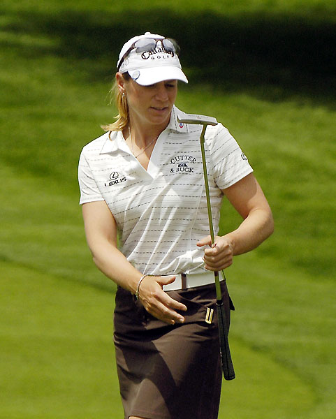 Annika Sorenstam shot even par to make the cut by one stroke.