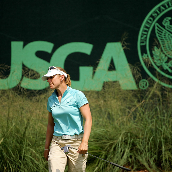Annika Sorenstam's second round got off to a horrible start with a double-bogey 7 on No. 10.