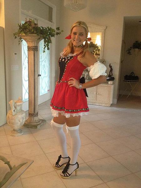 Lexi Thompson: @Lexi: My Halloween costume as a beer maid:) #swissmiss