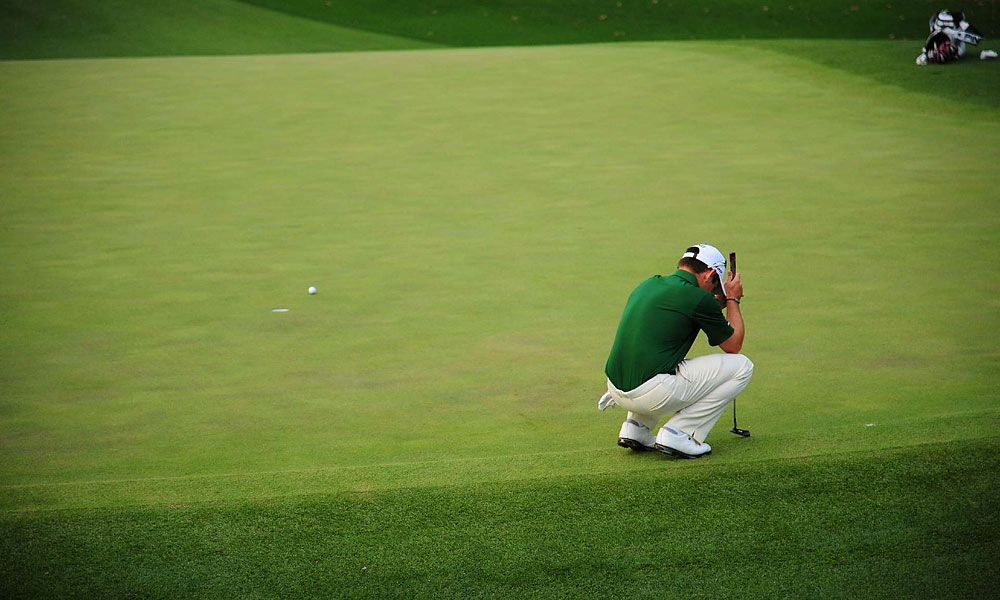 Oosthuizen missed the green with his approach before failing to hole his par putt.