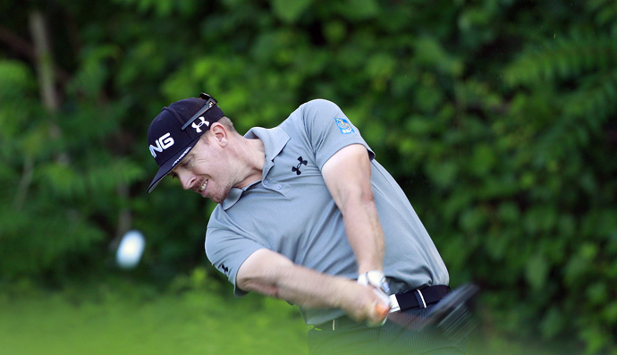 Hunter Mahan is one-shot off the lead after a bogey-free 62.