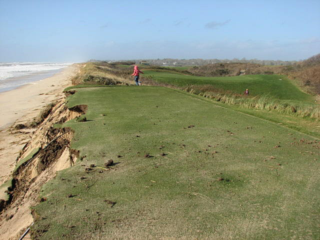 "The Metropolitan Golf Association compiled tweets from area courses ...                                                      Maidstone in East Hampton, N.Y.: @GCM_Magazine: ""Impact of #Sandy on 15th tee at The Maidstone Club on the tip of Long Island, courtesy of John Genovesi, CGCS."""