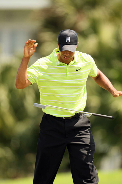 Woods missed several close putts on Saturday.