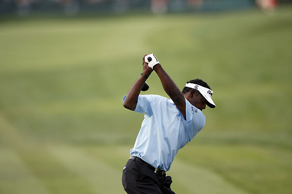 Vijay Singh started the day with a two-shot lead, but he lost it after a front-nine 40. Singh recovered on the back nine to finish the day tied for the lead.