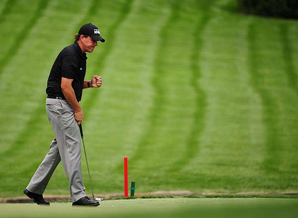 Phil Mickelson, who used a new putter Thursday, shot a first-round 68.