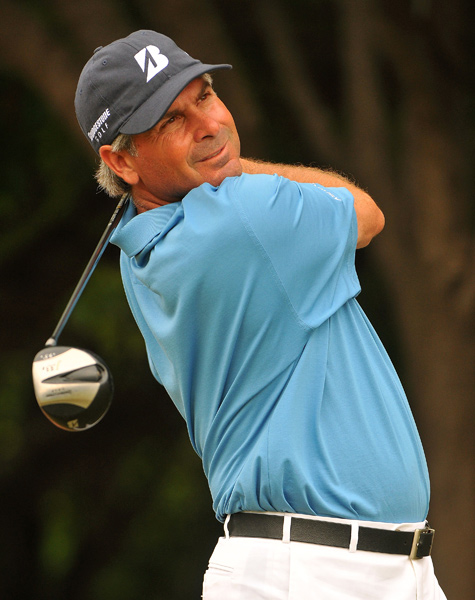 Fred Couples made an eagle on 16 to remain in the hunt at 8-under par.