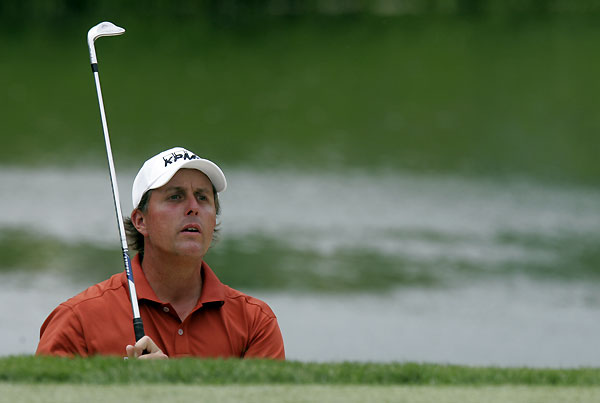 Phil Mickelson fought to make the cut after a front-nine 39.