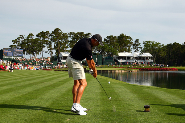 Woods' caddie, Steve Williams, tried to hit the island green at No. 17.