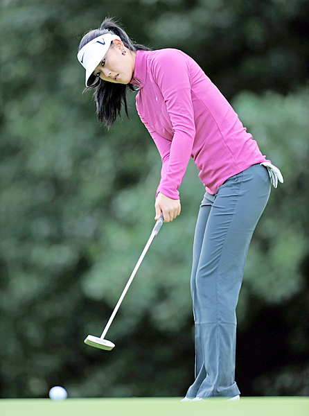 Wie sits T33, ten shots behind Pressel.