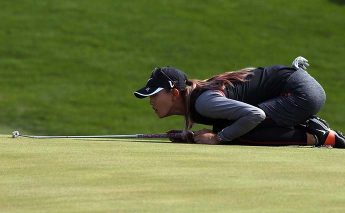 Michelle Wie lines up a putt during the first round of 2012 LPGA KEB Hana Bank Championship at Sky72 Club in Incheon, South Korea, Oct. 19, 2012.