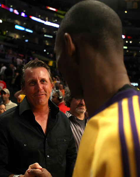 After the game, which the Lakers won 118-78, Mickelson shook hands with Kobe Bryant.