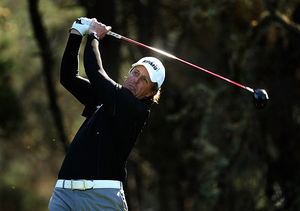 Phil Mickelson shot a 1-under 71 in the second round.