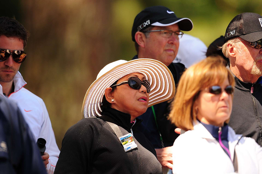 Tiger's mom, Kultida, followed her son on Friday.