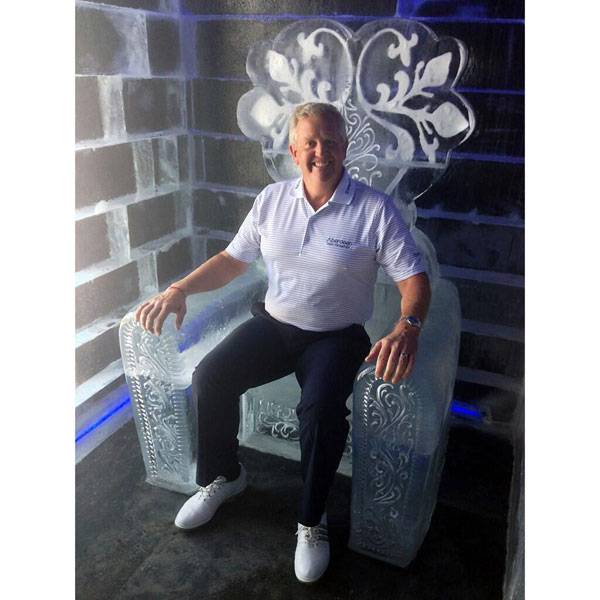 @montgomeriefdn: Colin in the Ice bar at The Montgomerie Marrakech hotel, which is on top of the club house. Temperature was -15.
